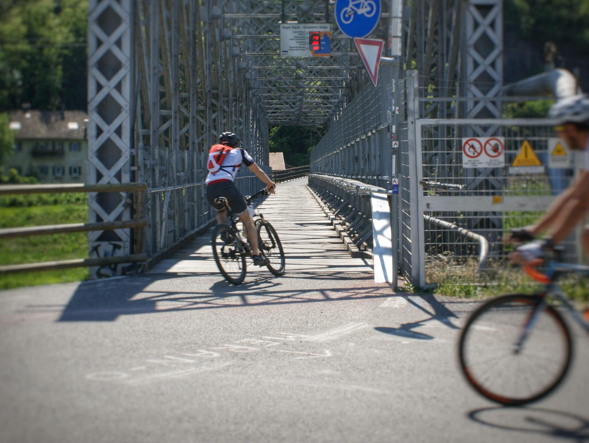 Radbrücke auf dem Weg nach Bozen