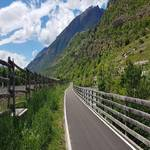 Radweg Staben mit Blick auf Schloss Juval